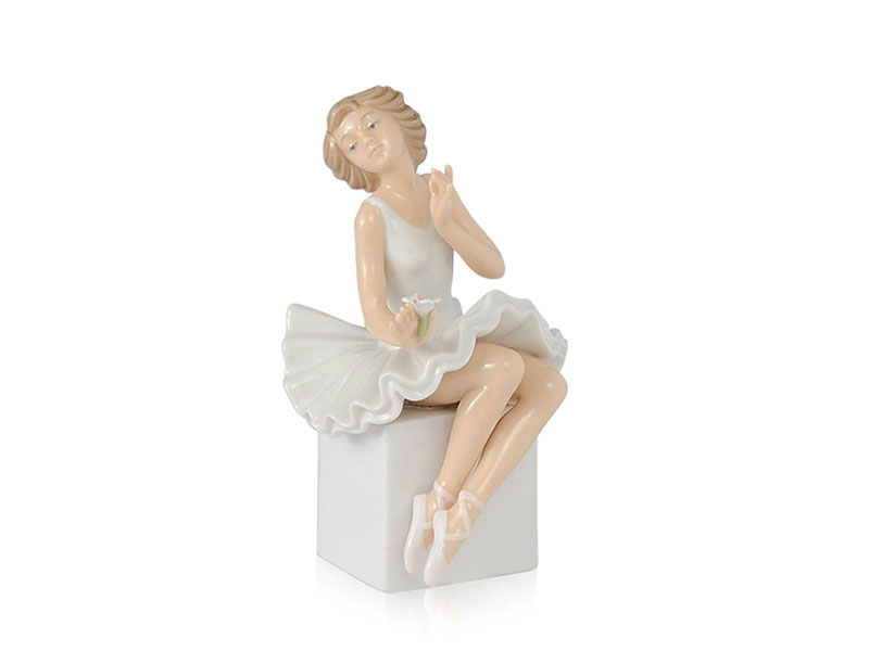 Ballerina su cubo in porcellana royal class by hervit 16cm..