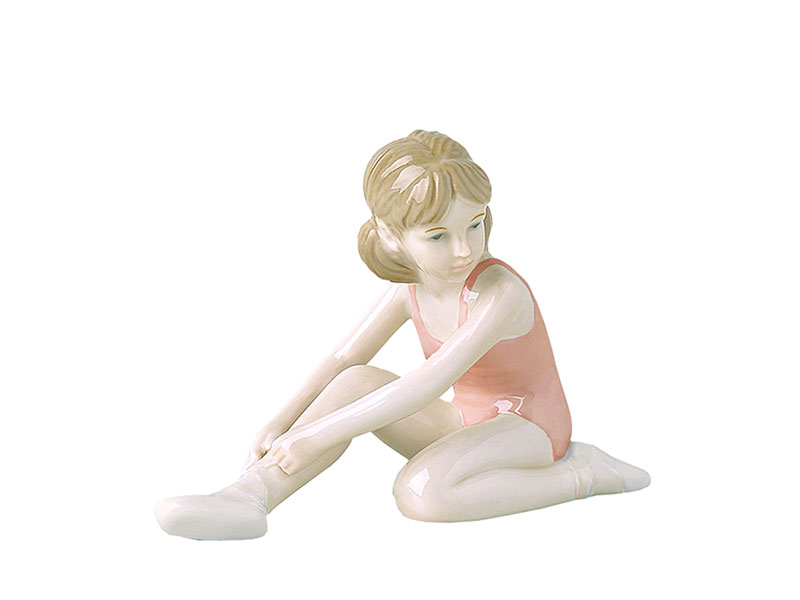 Ballerina che fa streching in porcellana royal class by hervit 14 x 10 cm..